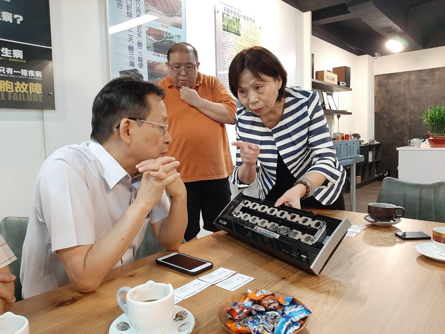 享受好空氣 空安會理事長沈世宏參訪歐立得科技-空氣清淨機認證